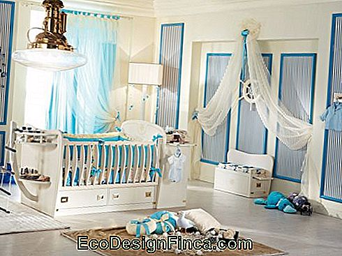baby white and blue baby sailor bedroom