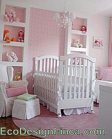 light pink round carpet in baby's room