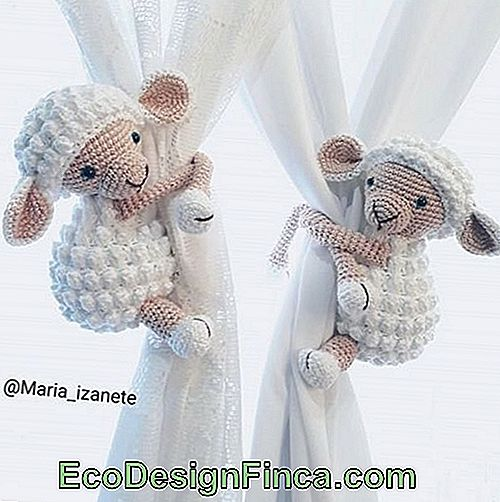 mouton amigurumi attache