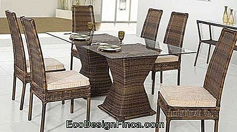 table avec 6 places de paille chaise