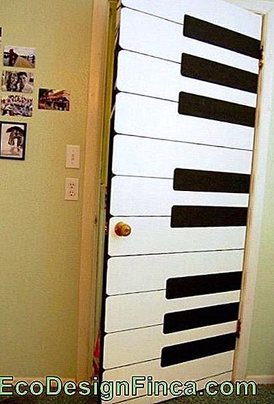 porte decorate a piano