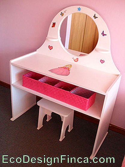 Commode rose infantile.