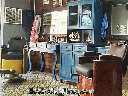 vintage-retro-barbershop-decoration