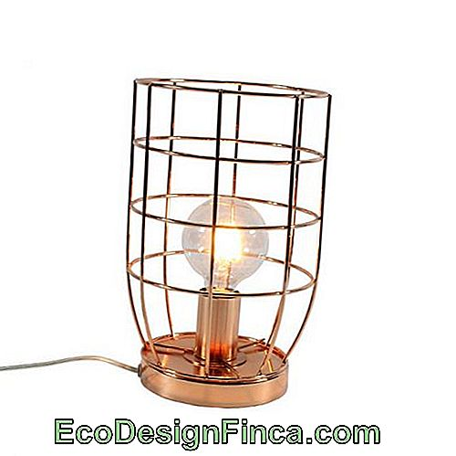 Petite lampe de table en or rose
