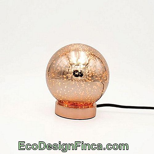 Vue sensationnelle de la lampe galaxy en or rose