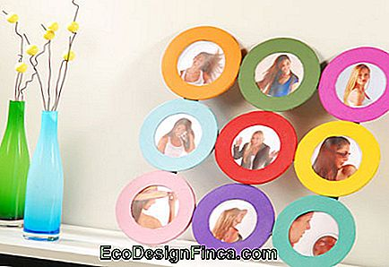 round colored picture frame.