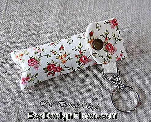 Lipstick holder: In flowery fabric