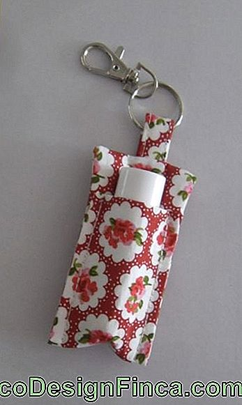 Lipstick holder: In red and white fabric