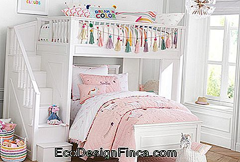Sisters room with the unicorn theme