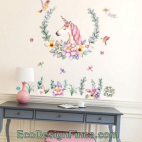 Junior bedroom with unicorn decoration