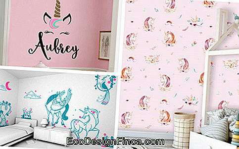 The unicorn wallpaper helps to compose the decoration
