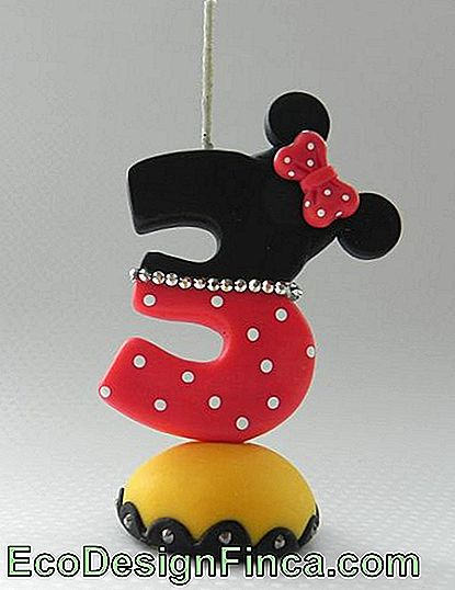 Minnie Biscuit Candle med nummer 3 og Bow Applique