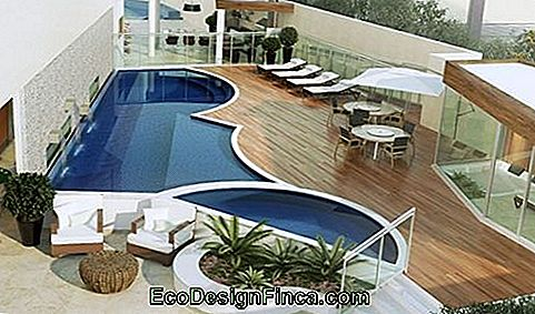 pool-with-water-en-klein strand-round-achtige en