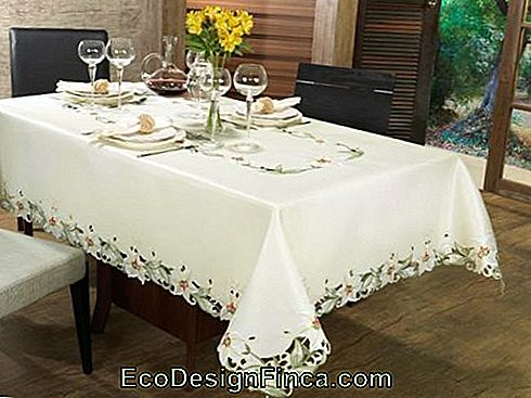 nappe luxueuse brodée