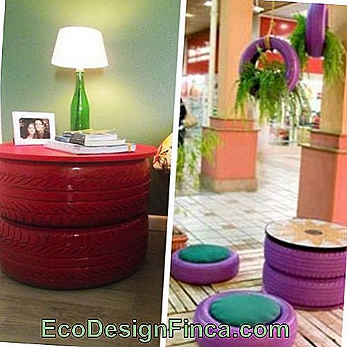 Table basse rouge et violette.