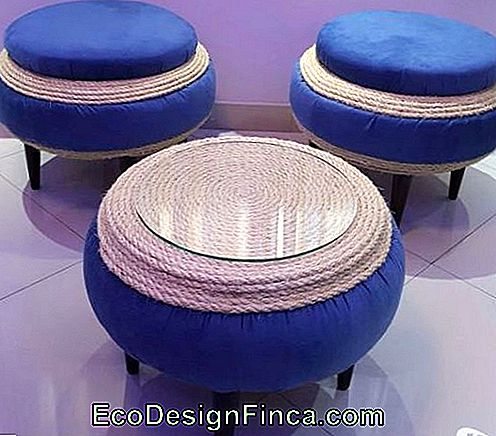 Ensemble de pouf et table basse.