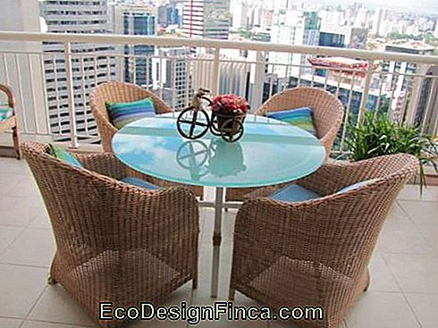 tables en osier pour balcon appartement