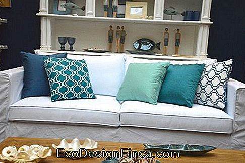 Coussin bleu turquoise.