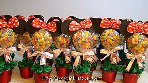 Minnie table centerpiece