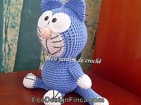 of-the-door-of-Croche-Katze-blau