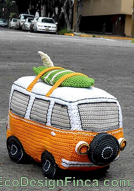 Motorized amigurumi