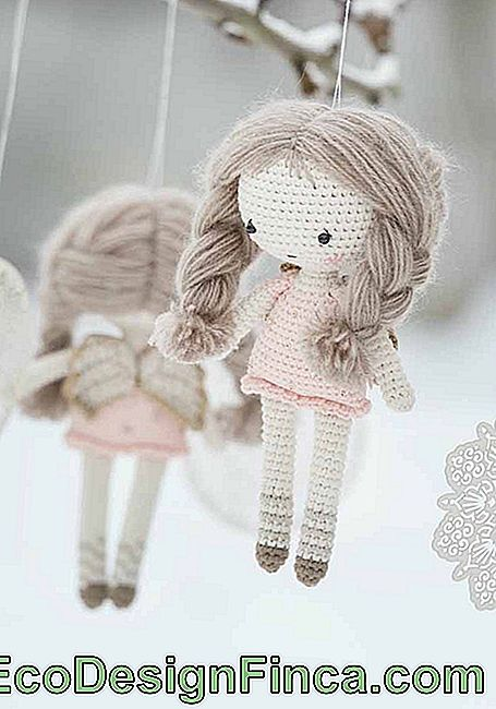 Delicate amigurumi dolls for the infant mobile