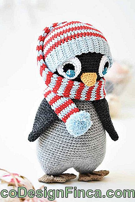 And that amigurumi penguin that even won scarf to warm up in the cold