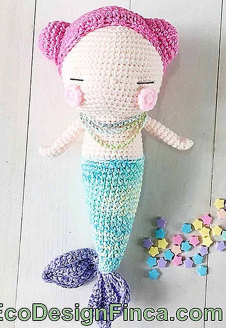 Inspired on the bottom of the sea: amigurumi mermaid