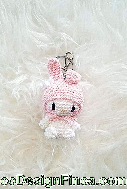 Amigurumi to carry around in keychain format
