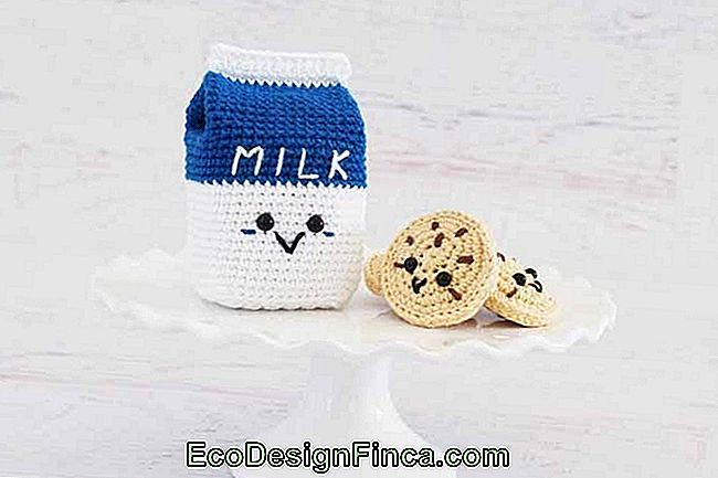 Cookies with milk: a morning tradition in the cute version of amigurumis