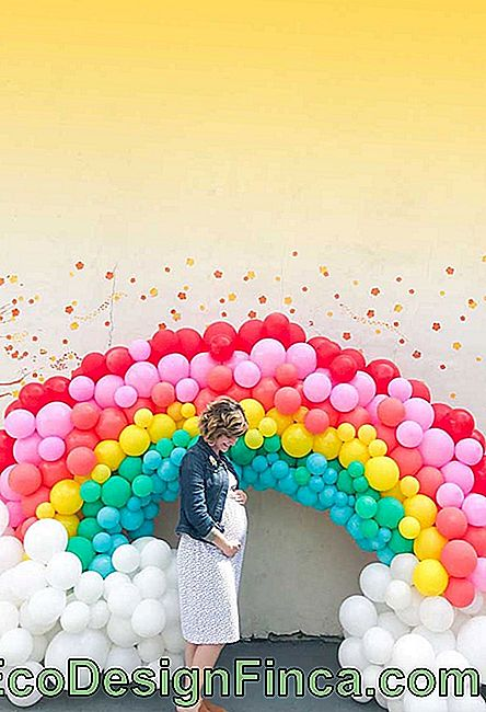Rainbow from bladders to party photo wall