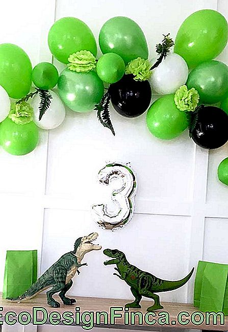 Bladder bow for the dinosaur theme party
