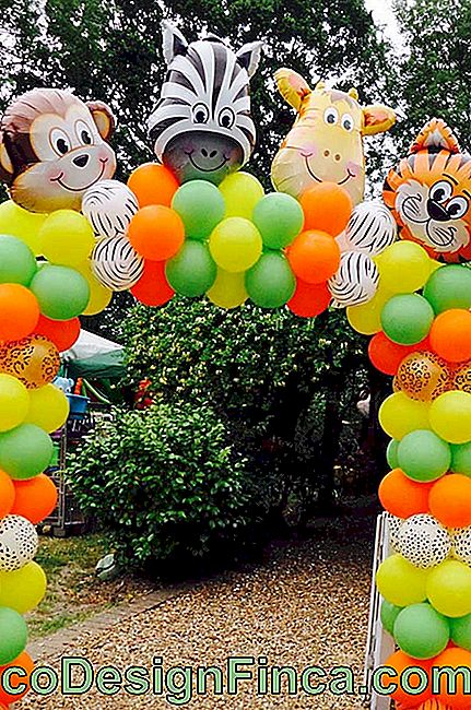 Bow of colorful bladders for children's party entrance