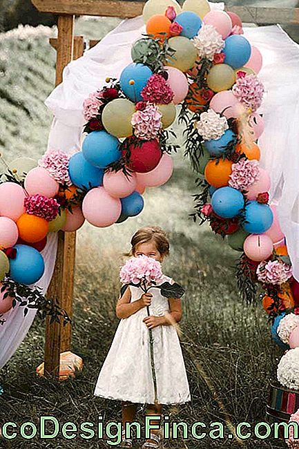 A colorful and decoy bow option for party photos