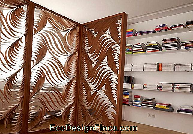 Wooden screen with organic pattern