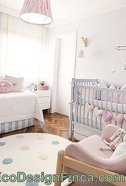 Light shades of blue and pink in small baby room