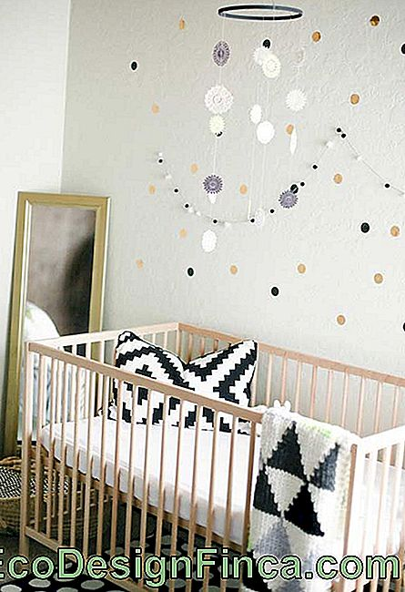 Small baby bedroom ideas with earth colors