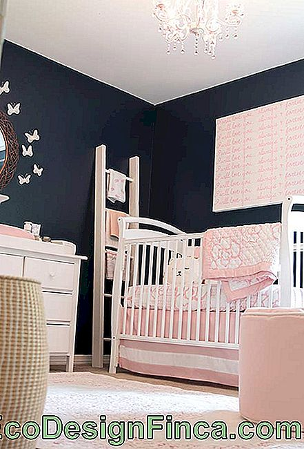 Pink and navy blue in small baby room