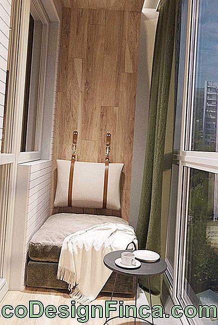 The small balcony is more comfortable with the glass closure, so it is possible to use the space on cold and rainy days