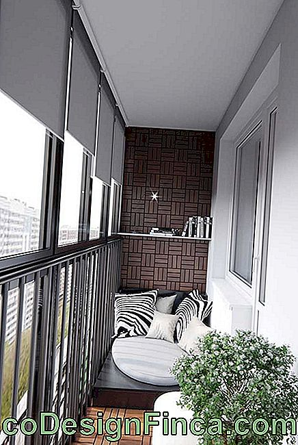 The metal grille ensures enhanced security on this glass balcony