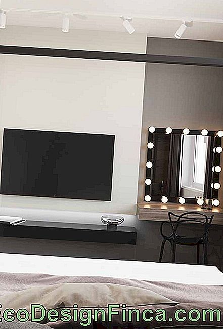 In that room, the black and white highlight goes to the dressing table dresser