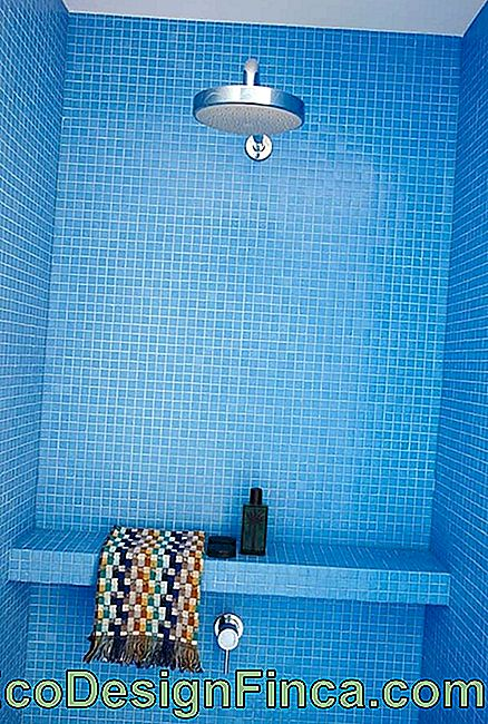 Vibrant color inserts for the bathroom
