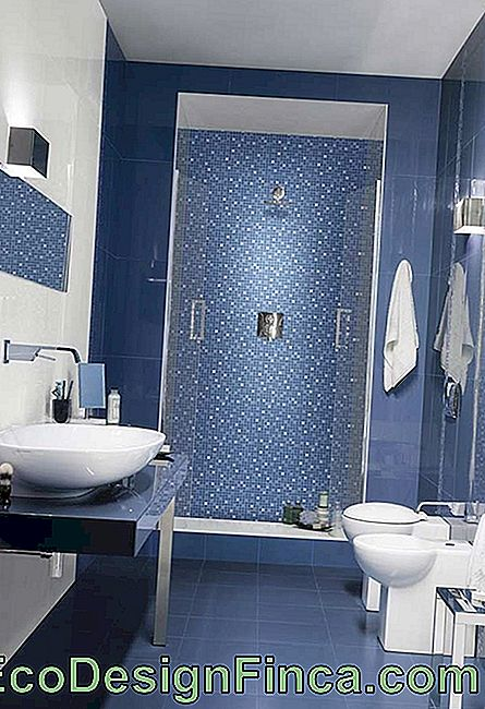 Different textures, keeping the same tonality in bathroom decor
