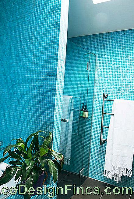 Turquoise blue bathroom