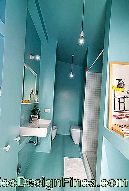 Unit in the application of color in the blue bathroom