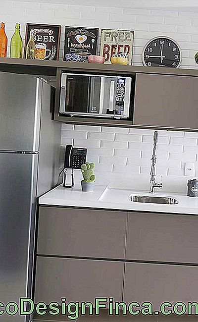 Kitchen Frames: Learn How to Pick and Decorate with Tips: kitchen