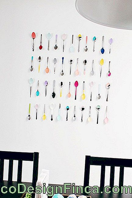 Super-colored spoons fixed to the wall in frame format