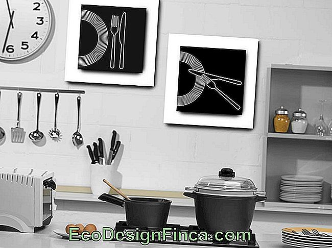Let the kitchen environment feel more relaxed with pictures