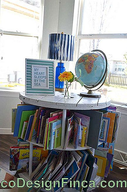Study table and partition for books: the reel coil is perfect for children's room
