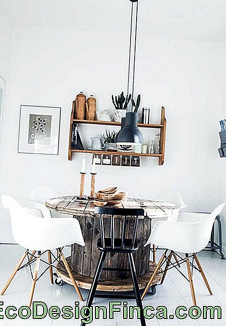Even the Scandinavian decor surrendered to the rustic charm of the reel table